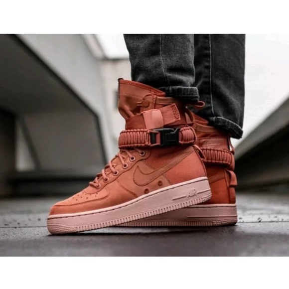 NWT Nike SF Air Force 1 Men Shoes, Dusty Peach NWT